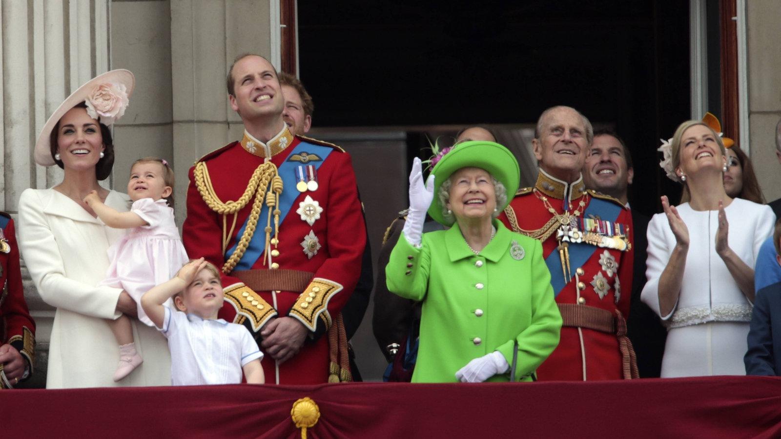 Watch Die Familie 2017 Online: Britisches Königshaus: Die Queen Und Die Politik