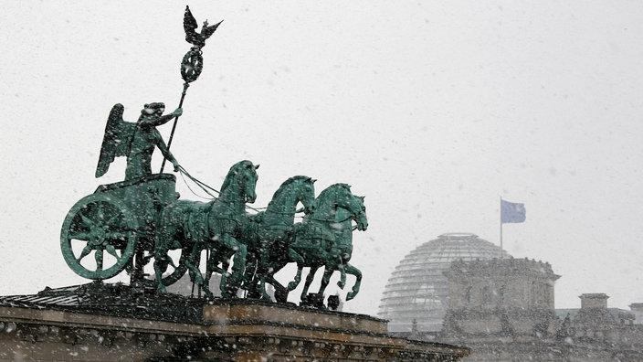 Geteiltes Berlin Brandenburger Tor Ddr Geschichte Planet Wissen