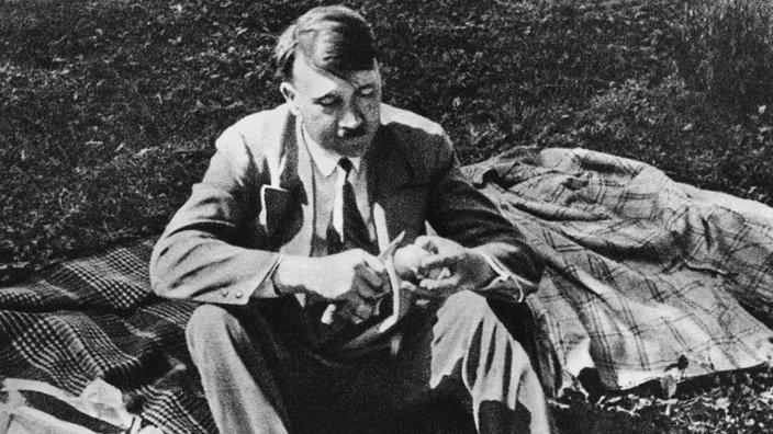 hitler beim picknick - Hitlers Lebenslauf