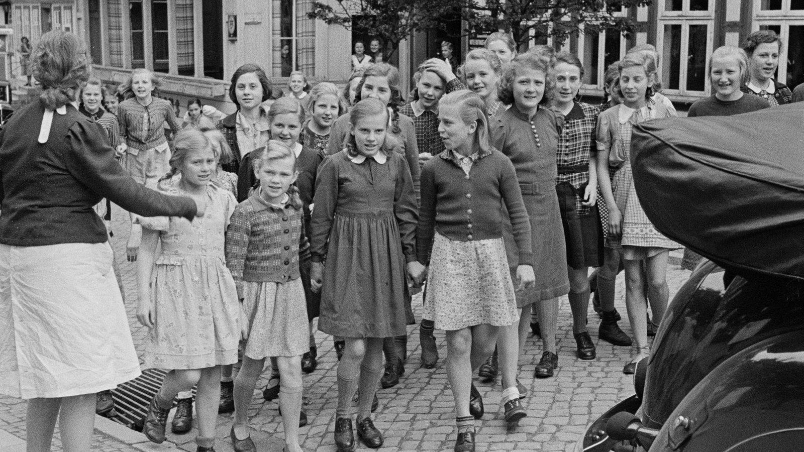 Junge Prügel braucht die deutsche Großmutter in ihrer Möse