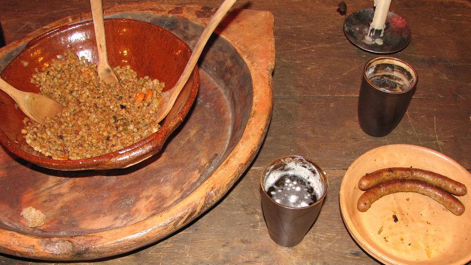 Tischsitten Im Mittelalter Arbeitsblatt : Tischetikette essen gesellschaft planet wissen