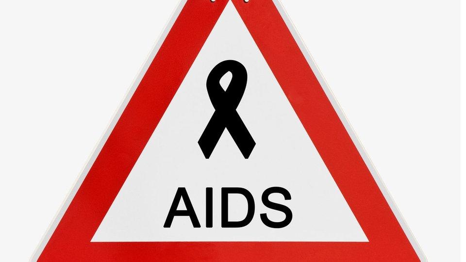 aids schutz vor ansteckung krankheiten gesellschaft planet wissen. Black Bedroom Furniture Sets. Home Design Ideas