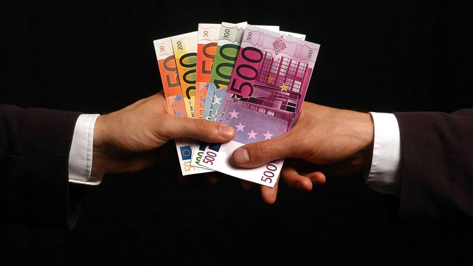 Geld: Kreislauf des Geldes - Wirtschaft - Gesellschaft - Planet Wissen