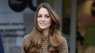 Kate Middleton in gemustertem Kleid.