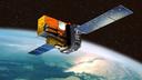Satellit im Weltraum mit Blick auf einen Teil der Erde.