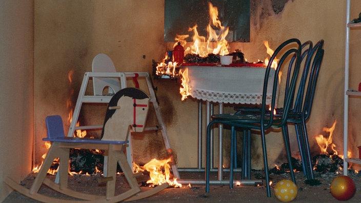 feuerwehr brandgefahr verh ten organisationen gesellschaft planet wissen. Black Bedroom Furniture Sets. Home Design Ideas