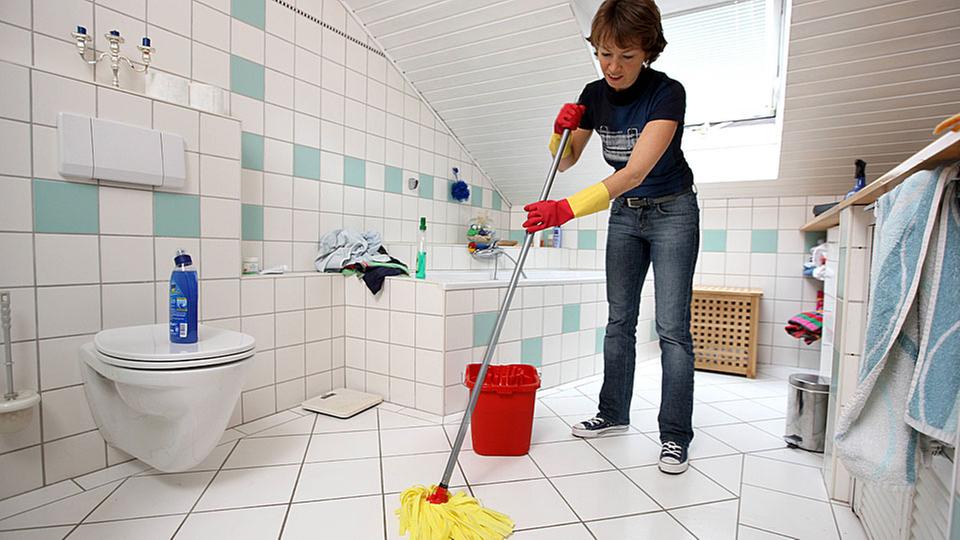 hygiene wellness beim putzen sauberkeit gesellschaft planet wissen. Black Bedroom Furniture Sets. Home Design Ideas