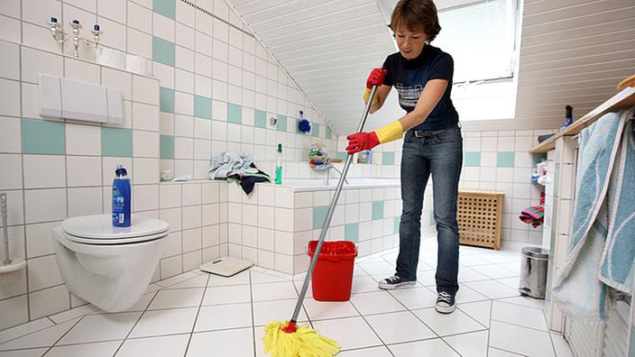 hygiene: wellness beim putzen - sauberkeit - gesellschaft - planet, Badezimmer