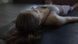 """Screenshot aus dem Film """"Meditation wirkt sich positiv auf unser Gehirn aus"""""""