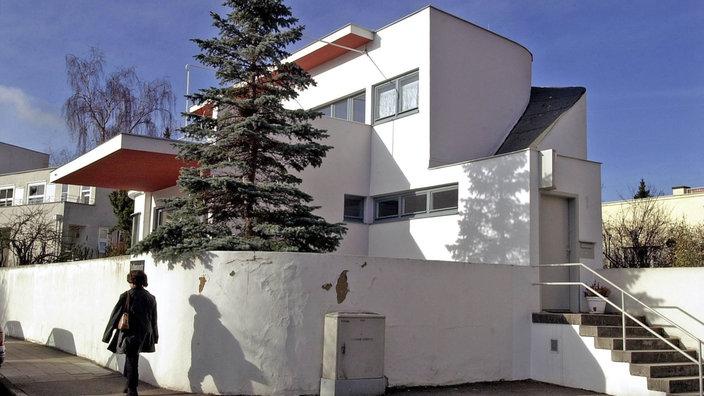 Weißes Haus In Der Stuttgarter Weißenhof Siedlung. Bauhaus