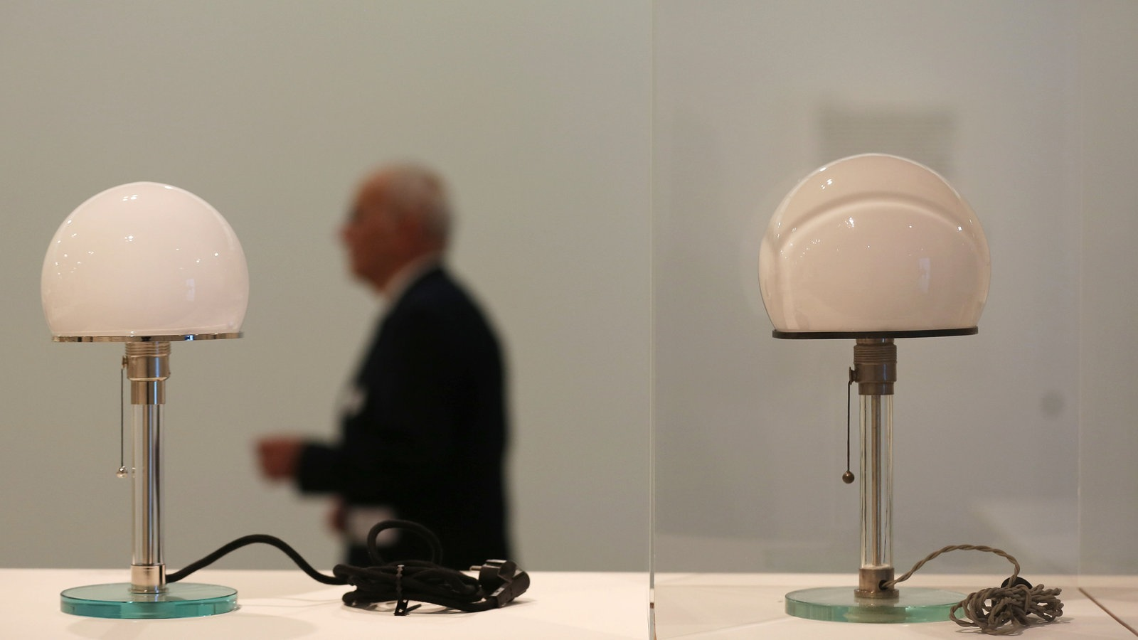 Das Bauhaus Erklärt In Objekten Die Wagenfeld Lampe Wdr 5 Scala