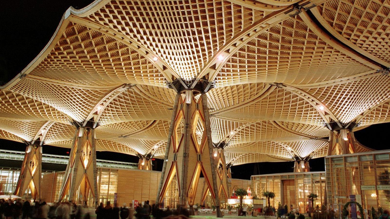 Architektur moderne dachkonstruktionen architektur for Japanische architektur holz
