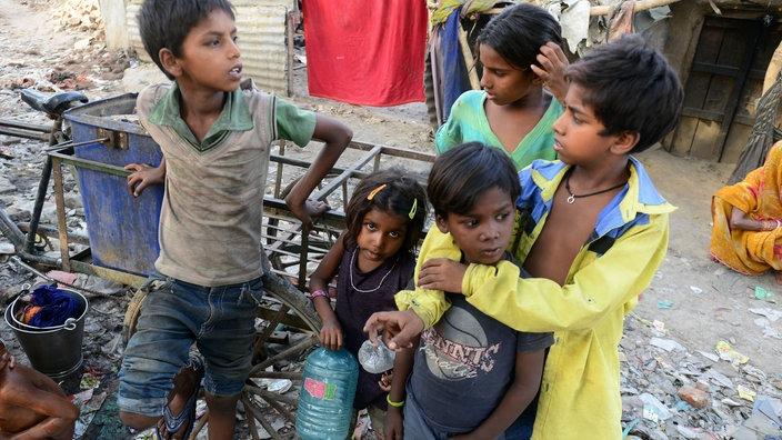 frauen in indien auf dem land und in der stadt