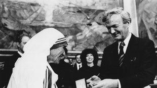 Übergabe des Friedensnobelpreises an Mutter Teresa