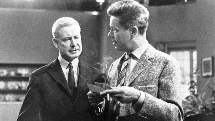 """Escena de la película en blanco y negro. """"La bufanda roja"""""""