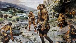 Gemälde mit einer Gruppe Neandertalern vor einer Höhle; in der Ferne sind zwei Wollnashörner zu sehen.