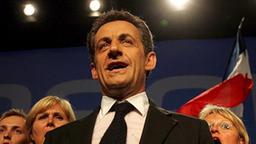 Der französische Präsident Nicolas Sarkozy beim Singen der Nationalhymne.