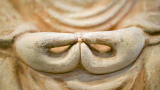 Die Hände einer Buddhafigur.