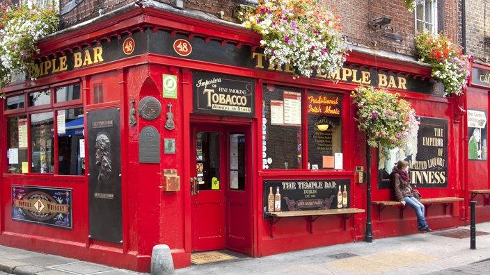 """El pintado de rojo """"Barra del templo"""" in Dublin"""
