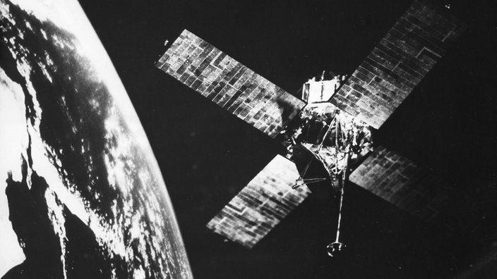 SW-Bild auf dem Mariner 6 in unmittelbarer Nähe zum Mars abgebildet ist