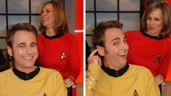 Dennis Wilms und Birgit Klaus in Star-Trek-Uniformen.