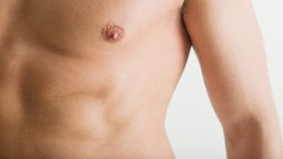Nackter männlicher Oberkörper