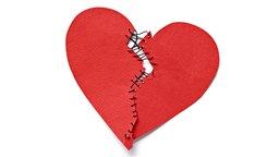 Symbolbild: Zerschnittenes Herz aus Pappe ist zusammengenäht