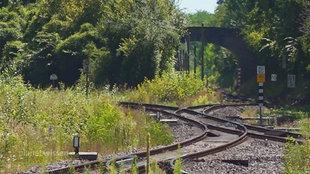 Bahngleise auf dem Land