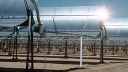 Ein solarthermisches Kraftwerk in der Mojave-Wüste in Kalifornien