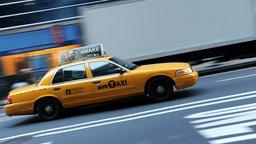 Ein typisches gelbes New Yorker Taxi.