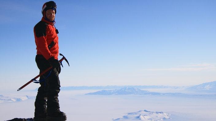 "Alexander Gerst am Antarktis-Vulkan ""Mount Erebus""."