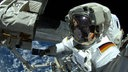 Selfie von Alexander Gerst beim Außenbordeinsatz an der ISS.