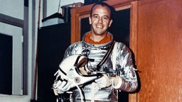 Alan Shepard im Raumanzug.