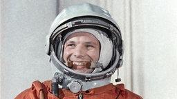 Juri Gagarin im Anzug.