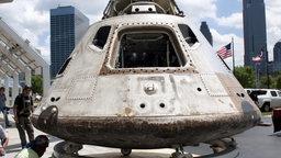 Eine Apollo-Raumkapsel wird gebaut.