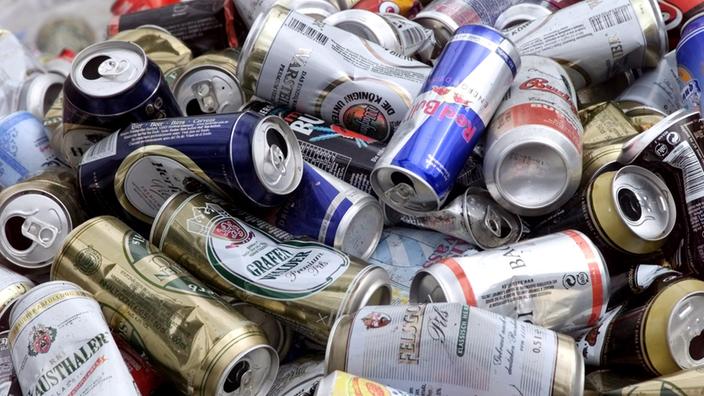 Las latas de bebidas se encuentran en un punto de recogida especial en Berlín.